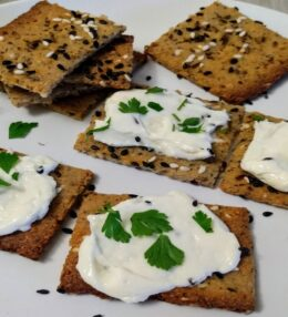 Easy Homemade Low-carb Cheese & Spicy Crackers